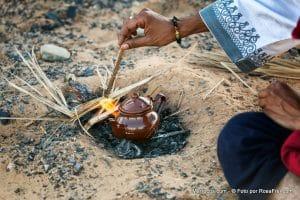 Przygotowanie herbaty na pustyni