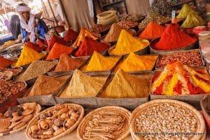 Souk przyraw w Maroku