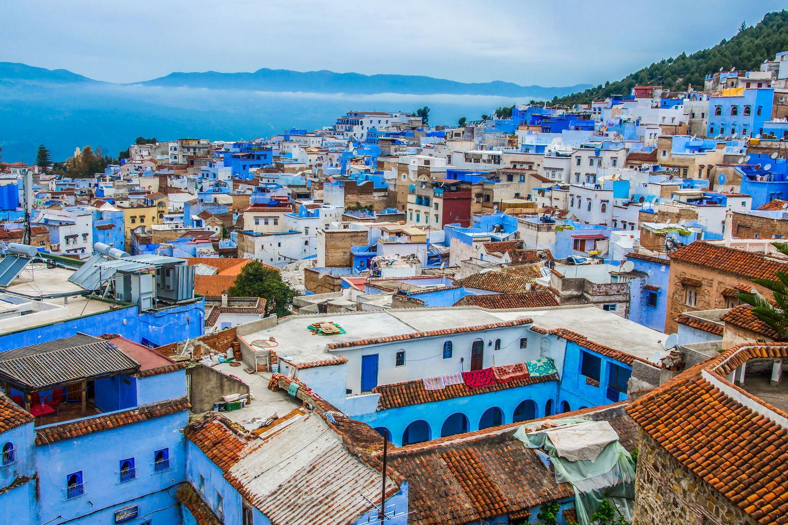 Panorama Niebieskiego Miasta Chefchaouen, góry Rif, Maroko